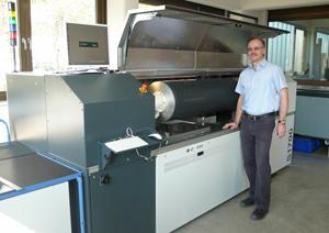 Neuer Hell-Laser mit Zweistrahl-Technologie für doppelt so schnelle Laserdirektgravur